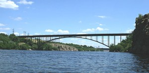 400px-Arch_bridge_over_the_Dnieper_River_in_Zaporizhia_09