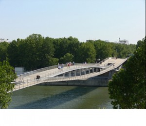 Passerelle_Simone_de_Beauvoir_a_Bercy_Paris_P007400_copy_360_plus